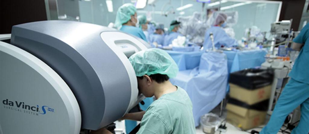手術支援ロボット「ダビンチ」を使った鍵穴(キーホール)手術